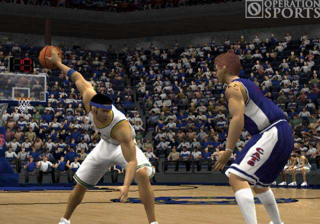 NCAA March Madness 2003 Screenshot #1 for PS2